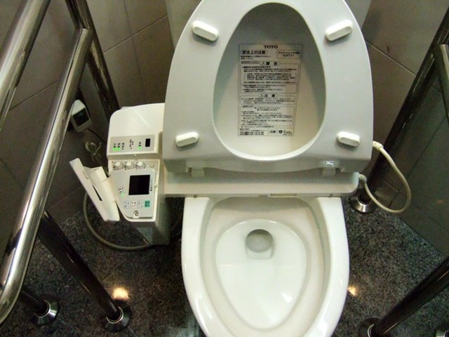 Cách sử dụng nước nhà vệ sinh di động